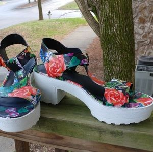 Candies Floral Multicolor Sandals Size 9.5